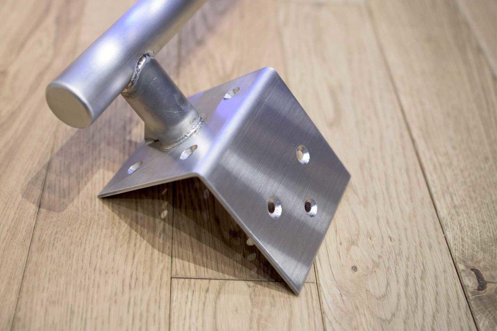 ステンレス製の懸垂器(取付け前)